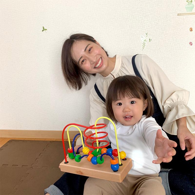 知育玩具やおもちゃのレンタル・サブスク キッズラボラトリーを実際にお届けして子供と遊んでいる風景の画像